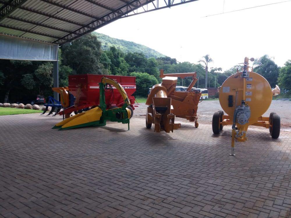 Agricultores de Herval recebem novos implementos agrícolas