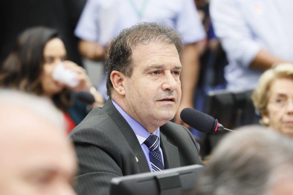 Deputado Pompeo apresenta projeto que garante 14º salário a aposentados do INSS