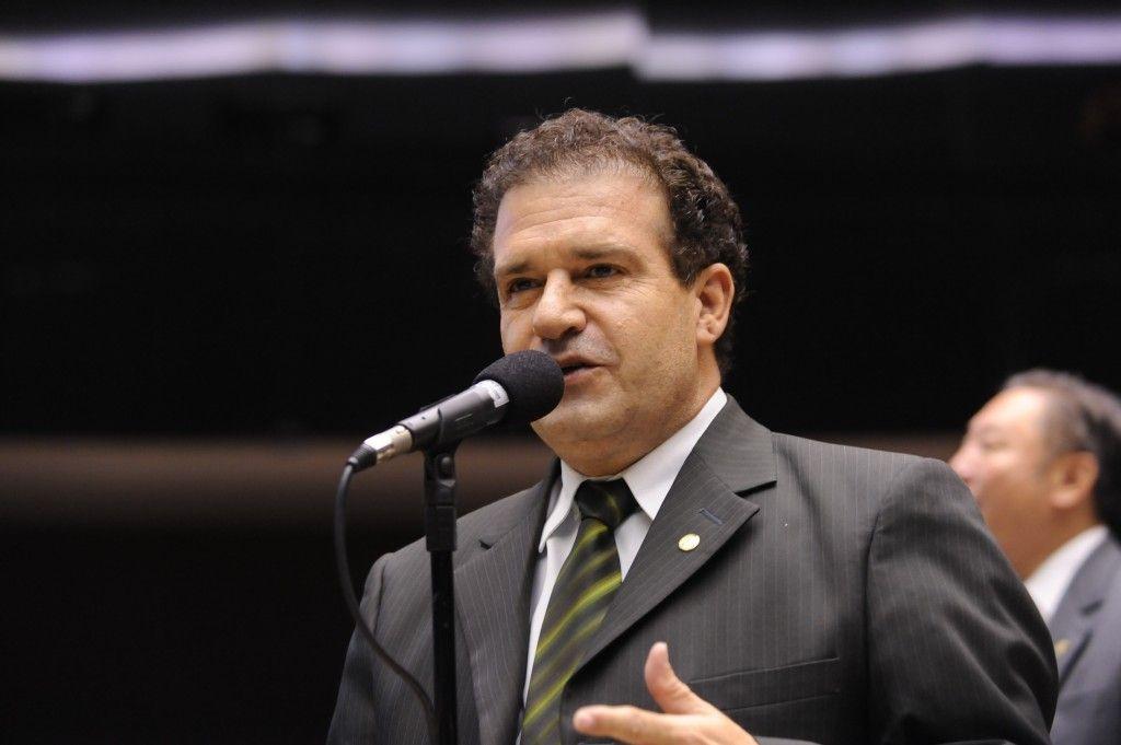 Deputado Pompeo se manifesta contra conjunto de alterações na Constituição que dificultava  prisão de deputados