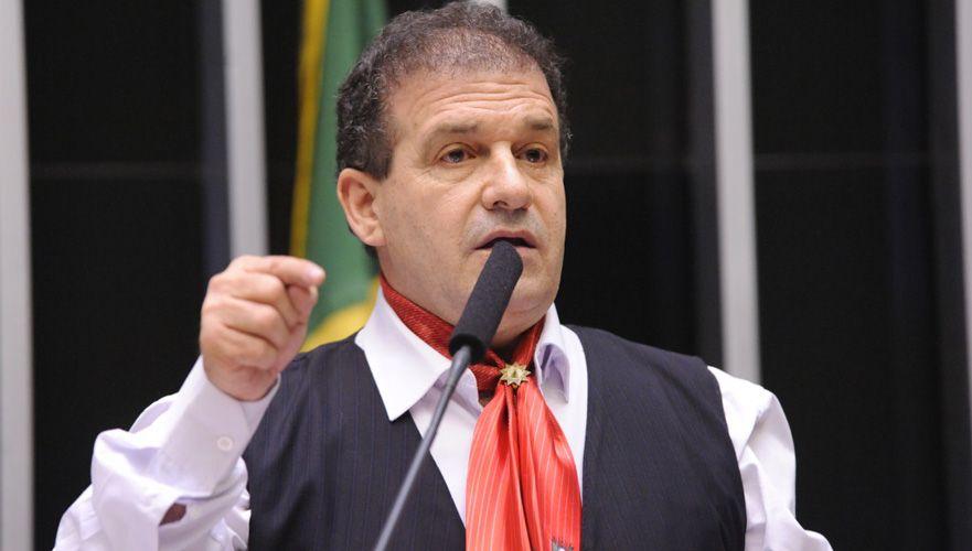 Congresso derruba veto de Bolsonaro e mantém indenização a profissionais da saúde vítimas de covid-19