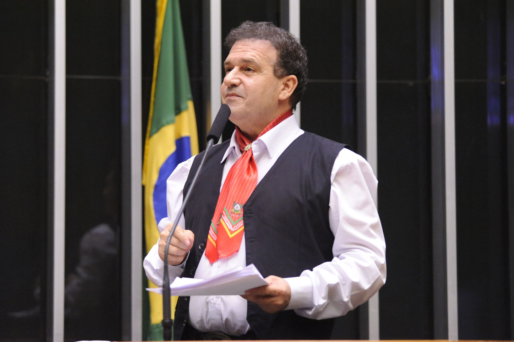 Projeto autoriza bancos públicos a conceder linha especial de crédito consignado de até R$ 20 mil